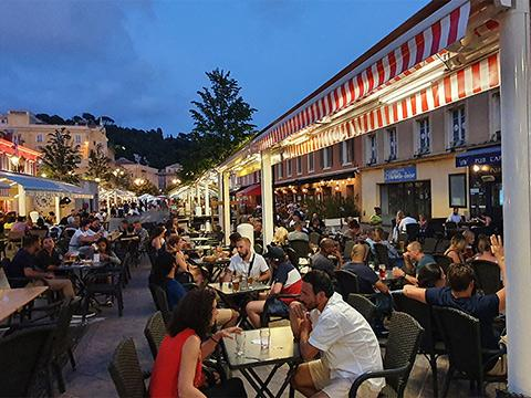 Tourisme cours Saleya Nice terrasses