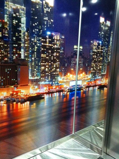 ideel l 39 artiste ni ois qui met l 39 ascenseur en apesanteur webtimemedias. Black Bedroom Furniture Sets. Home Design Ideas